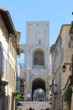 Turm des römischen Amphitheatre in Arles, Frankreich stockbilder