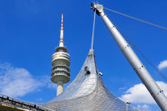 Turm des Stadions des Olympiapark in München Stockbilder