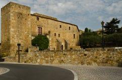Turm des wieder hergestellten Schlosses Stockfotos