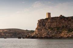 Turm Għajn Tuffieħa, über goldener Bucht, Malta, Europa Stockbilder