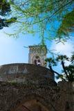 Turm-Landhaus Rufolo auf der Amalfi-Küste, Ravello, Italien Konzept von Tourismus und von Kultur Lizenzfreie Stockfotos
