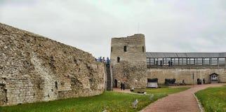 Turm Lukovka (Isborsk (altes Isborsk)) Lizenzfreie Stockfotos