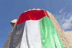 Turm mit UAE-Flagge Lizenzfreie Stockfotografie