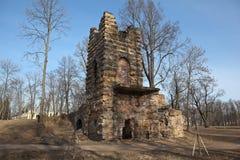 Turm-Ruine Orlovsky-Park Strelna St Petersburg Russland Lizenzfreies Stockfoto