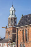 Turm und Kirche auf dem zentralen Marktplatz in Winschoten lizenzfreies stockbild