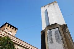 Turm und Kriegs-Denkmal bei Montecchio Emilia stockbilder