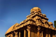 Turm und Schicksal von Hallen in mahabalipuram- fünf rathas stockbilder