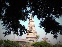 Turm unter den Blättern Lizenzfreies Stockbild
