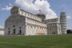 Turm von Pisa, breite Ansicht Lizenzfreie Stockfotografie