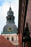 Turm von Riga-Kathedrale (Rigas Doms) Lizenzfreies Stockfoto