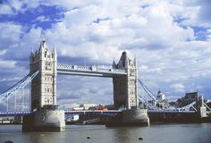 Turmbrücke lizenzfreie stockfotos