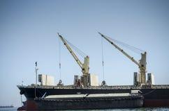 Turmkran auf Boot Lizenzfreie Stockbilder