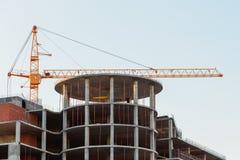 Turmkran auf einer Baustelle Stockfotos