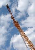 Turmkran in den Wolken Lizenzfreies Stockfoto