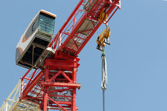 Turmkranelemente auf Baustelle Stockbilder