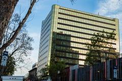 Turnera av f?retags kontor i i stadens centrum San Jose Area arkivfoto