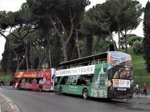 Turnera bussar i Rome, Italien arkivfoto