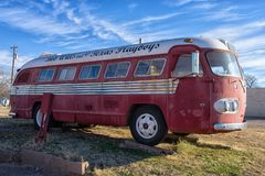 Turnera bussen av den Bob Wills landssångaren arkivbild