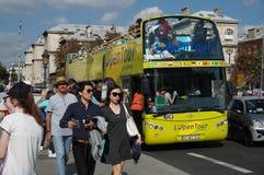 Turnera bussen i Paris Frankrike Royaltyfri Fotografi