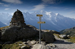 Turnera de Mont Blanc trailtecken Royaltyfri Fotografi