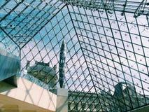 Turnera Eiffel från insidan Arkivfoto