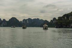 Turnera fartyg på fjärden Arkivfoto