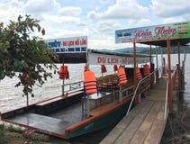 Turnera fartyget på Lak sjön i nordöstra Vietnam Arkivfoton