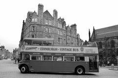 turnerar den dubbla däckaren för tappning bussen Royaltyfri Foto