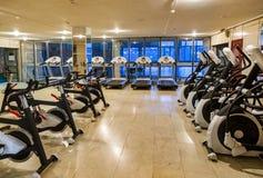 Turnhalle im Fitness-Club Stockfotos
