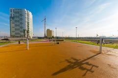 Turnhalle im Freien am sonnigen Tag Stockfotos