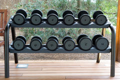 Turnhalle mit Gewichten Lizenzfreie Stockbilder