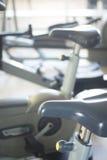 Turnhallenfahrradübungs-Zyklusmaschine Lizenzfreie Stockbilder