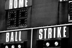 Turno del hogar de la huelga de la bola del marcador del béisbol fotos de archivo libres de regalías