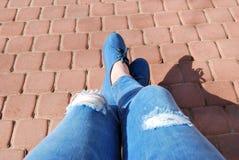 Turnschuhe und Jeans Stockbilder
