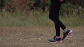 Turnschuhlaufen athletisch stock video