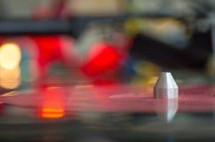 Turntable играя показатель винила музыки Сфокусированный на руке тона Стоковое Изображение RF