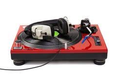 Turntable DJ играя с профессиональными наушниками Стоковые Фото