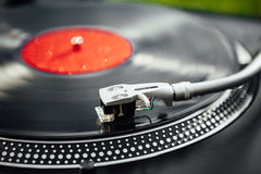 Turntable with LP vinyl record Royalty Free Stock Photos