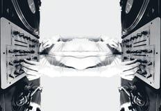 turntables för modell för dj-kvinnlig skraj blandande Royaltyfri Fotografi