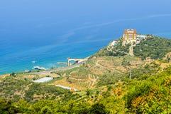 Turquía Alanya Visión desde la montaña a las plantaciones de plátano, al mundo de Utopía del hotel y al mar Mediterráneo Foto de archivo