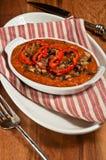 Turquía, calabacín y calabaza moscada cocidos, orgánicos con la dieta asada de Paleo de las pimientas rojas Foto de archivo
