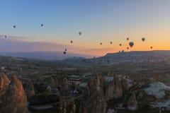 Turquía Cappadocia Mañana Salida del sol globos foto de archivo