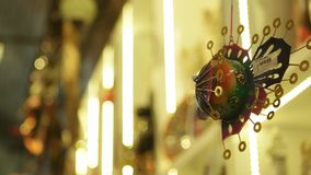 TURQUÍA - ESMIRNA, TURQUÍA - JULIO DE 2015: Ornamento en el bazar magnífico Estambul almacen de video