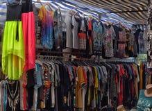 Turquía, Kemer, 14,07,2015 camisetas y blusas en la ropa m Imagen de archivo libre de regalías
