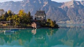 Turquesa aérea antedicha Iseltwald Suiza 4k aéreo de Brienz del lago 4kBeautiful Iseltwald Suiza de la turquesa de Brienz del lag almacen de metraje de vídeo