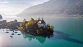 Turquesa antedicha Iseltwald Suiza 4k aéreo de Brienz del lago metrajes