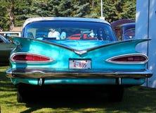 Turquesa clásica restaurada Chevrolet con las aletas Fotos de archivo libres de regalías