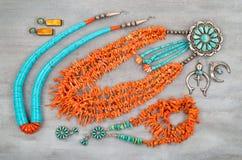 Turquesa do vintage, coral do ramo e prata, joia do nativo americano fotos de stock