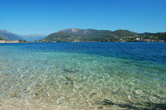 Turquesa e água azul do lago Fotografia de Stock Royalty Free