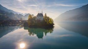 Turquesa Iseltwald Suiza 4k aéreo de Brienz del lago almacen de video